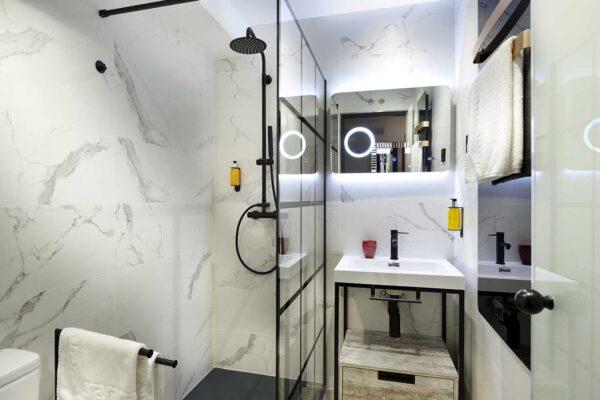 habitacion-individual-lola-aseo-pension-luxury-ama-bilbao