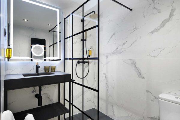 habitacion-individual-lydie-aseo-pension-luxury-ama-bilbao